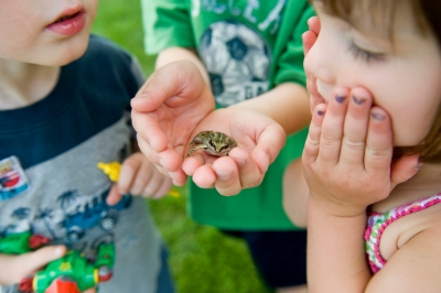 iStock_children with frog (Top10)